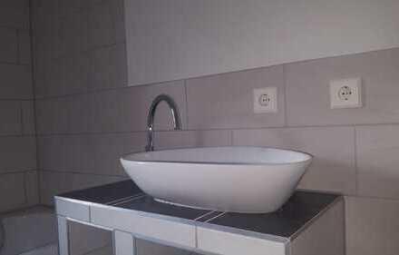 frisch sanierte 2-Raumwohnung, Küche und Bad mit Fenster