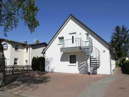 2-Zimmer-Dachgeschoß-Wohnung mit Balkon und EBK in Koserow, praktisch eingerichtet, voll möbliert