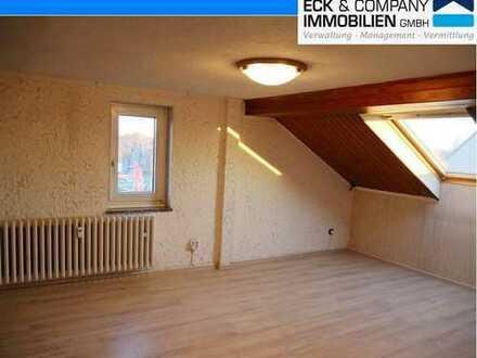 Duisburg-Fahrn: Großzügige 3-Zimmer-Wohnung im Dachgeschoss