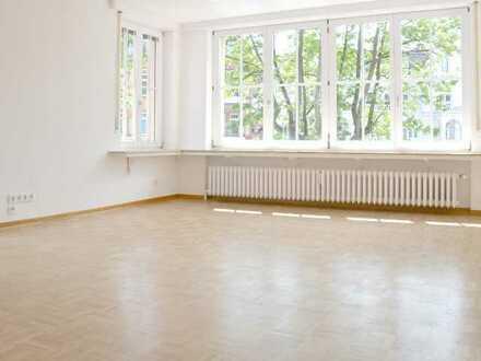 Helle und schön geschnittene 4-Zimmer Altbauwohnung