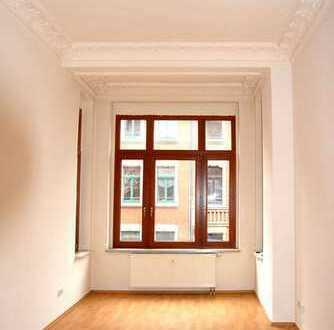 Charmante Zweizimmerwohnung nahe Zentrum mit EBK im schicken Altbau!