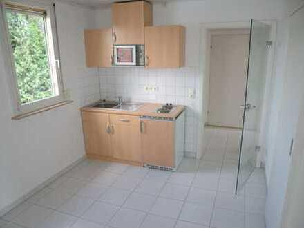 Für 1 Person!! Helle Dachgeschosswohnung mit Küchenzeile und Duschbad/Gartennutzung