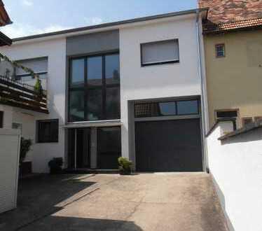 Lukrative, Art Doppelhaushälfte, 2 Wohnungen, in Freinsheim VKP 540 000,00 €