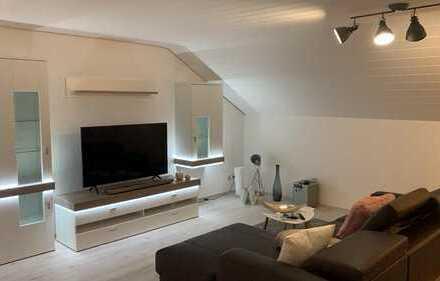 Exklusive, vollständig renovierte 2,5-Zimmer-DG-Wohnung mit Balkon und Einbauküche in Mutlangen