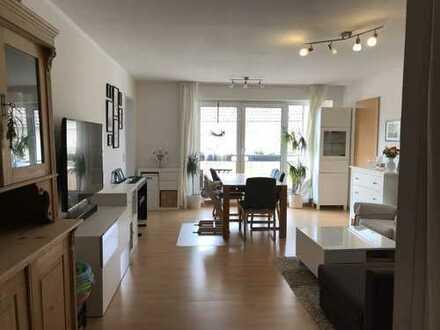 Sehr schöne helle drei Zimmer Wohnung, ruhig und zentral gelegen in Eschborn
