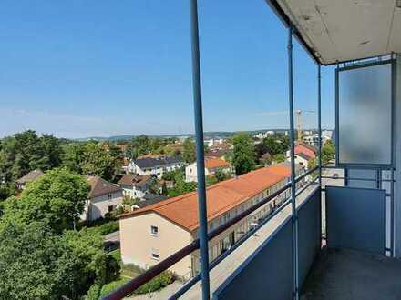 ... zentral Wohnen im 5.OG mit EBK + Lift + Balkon und phantastischer Fernsicht ...