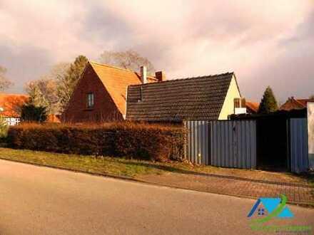 + Maklerhaus Stegemann + solide Doppelhaushälfte bei Altentreptow
