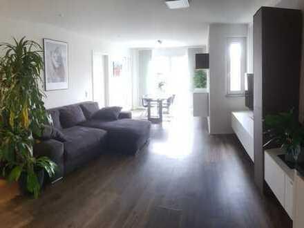 Stilvolle, neuwertige 2-Zimmer-Wohnung mit Balkon, EBK und TG in Haltingen