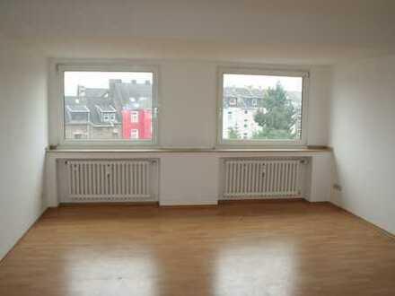 ***IBH: Helle DG-Wohnung in ruhiger Seitenstraße***