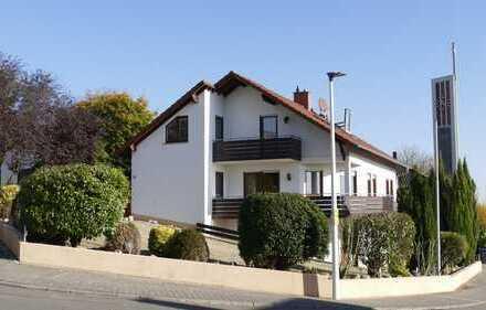 Gepflegte Erdgeschosswohnung mit zwei Balkonen und großzügiger Terrasse in Hackenheim