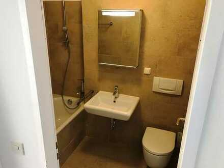 Hochwertig renovierte 2 Zimmer Wohnung mit Küche, Luxusbad nahe der U-Bahn und absolut ruhig
