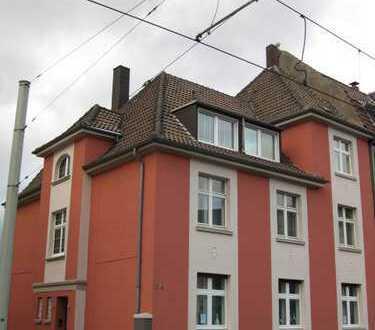 Keine Mietskaserne! Helle Wohnung in gepflegtem Dreifamilienhaus mit neu eingebauter Küchenzeile