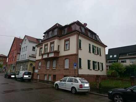 Erstbezug nach Sanierung: 3,5-Zimmer-Dachgeschosswohnung mit Einbauküche in Winnenden