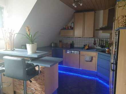 Modernisierte 4-Raum-DG-Wohnung mit Balkon und Einbauküche in Sankt Georgen im Schwarzwald