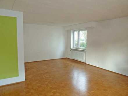2726 - Erdgeschosswohnung mit Südbalkon und Einbauküche im Musikerviertel!