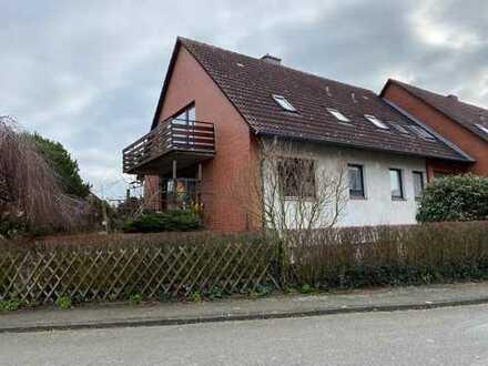 Frisch renovierte 4-Zimmer-Dachgeschosswohnung mit Balkon im Grünen