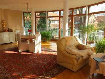Gepflegte 6-Raum-Wohnung mit Balkon und Einbauküche in Alt-Laatzen