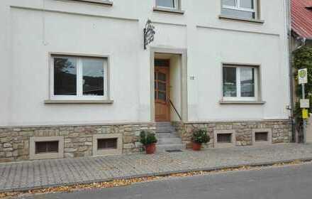 Erstbezug nach Sanierung mit Einbauküche: schöne 1,5-Zimmer-Wohnung in Fürfeld mit Hofnutzung