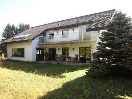 Großes 1-Familienhaus mit Einliegerwohnung, Garage und Garten in Höhen-Ortsrandlage
