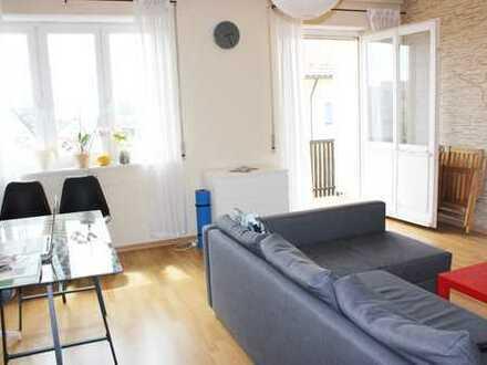 * Lichtdurchflutete schnucklige 2 - Zi - Wohnung mit Balkon und sensationeller Aussicht *