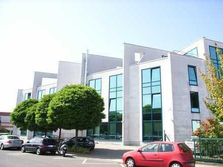 Hofheim - 3-Zimmer-Penthouse-Büro mit Dachterrasse, Einbauküche und TG-Stellplätzen