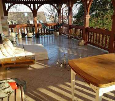Schöner Wohnen in großer Wohnung in denkmalgeschützter Villa; Familien erwünscht