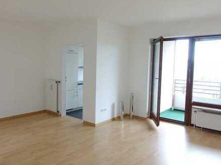 Sonnige, modernisierte 2-Zimmerwohnung mit EBK/ Südbalkon/ Wannenbad/ Lift