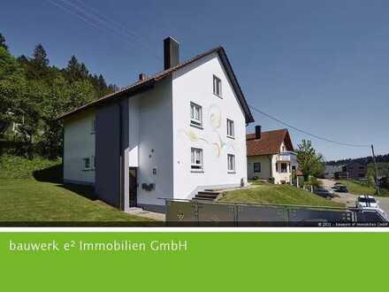 Wohnen mit Weitblick: Schicke 2,5-Zimmer Dachgeschosswohnung in sonniger Lage von Loßburg-Betzweiler