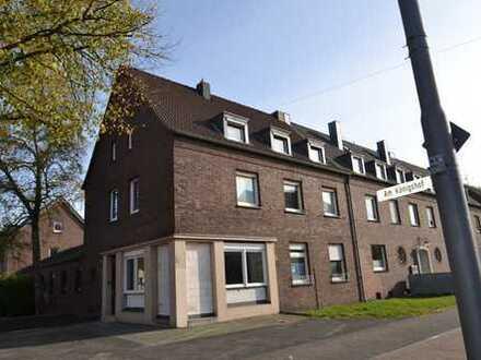 Krefeld-Königshof: Frischsanierte 2,5 Zimmerwohnung mit kleinem Garten