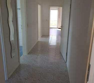 Gepflegte 3,5-Zimmer-DG-Wohnung mit Balkon und Einbauküche in Gelnhausen
