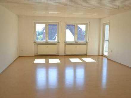Von Privat! Sonnenhelle, moderne 3-Zimmer-Wohnung mit Balkon/Loggia!
