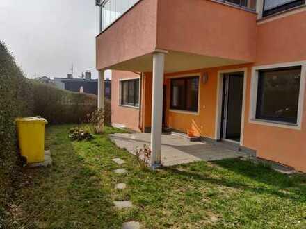 Großzügige moderne 4-Zimmer-Wohnung mit Terrasse & Garten in Waiblingen