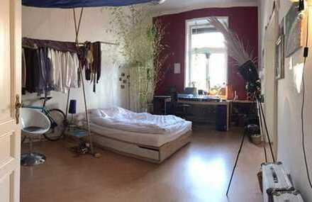 Möbeliertes Zimmer im Nordend zur Zwischenmiete mit Wohnzimmer - Altbau - Ruhig - Zentral