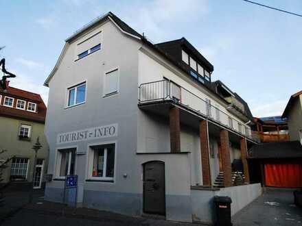 ImmobilienPunkt***Schicke Dachgeschossetage mit Kirchturmblick mitten in Bodenheim!