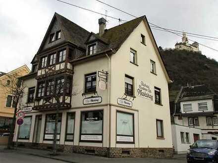Reduziert!! Schönes Wohn- und Geschäftshaus mit Café/Bäckerei und zwei Wohnungen