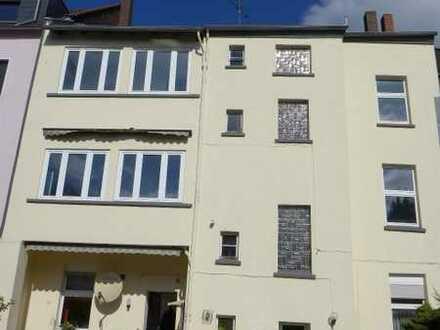 Für Handwerker: Mehrfamilienhaus, ca. 402 m² Wohnfläche, entmietet, Hofgebäude mit Garage, Garten
