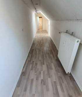 WG-Geeignete 4-Zimmer Wohnung, Zentral, Uni Nah und gegenüber ZHG