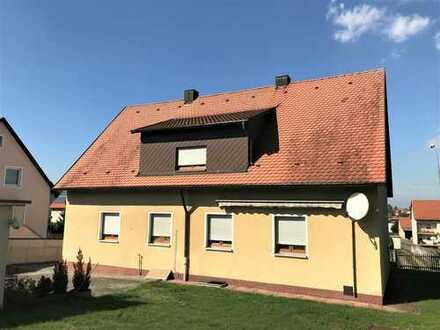 nettes Wohnhaus mit 3 Garagen in ruhiger, zentraler Wohnlage von Vilseck