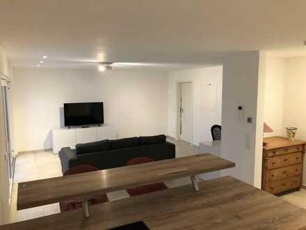 Stilvolle möblierte neuwertige 2,5-Zimmer-Erdgeschosswohnung in wunderschöner Wohnlage