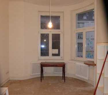 Zimmer in sehr schöner altbau Wohnung zu vermieten