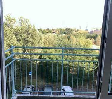 Vollständig renovierte 1-Zimmer-Wohnung mit Balkon und Einbauküche in Wildau