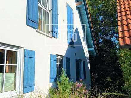Zweifamilienhaushälfte im modernen Design in naturnaher Umgebung