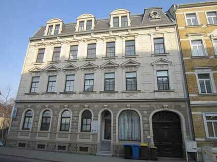 Direkt an der Glück-Auf-Schwimmhalle: Schöne 3-Raum-Wohnung mit strassenabgewandtem Balkon