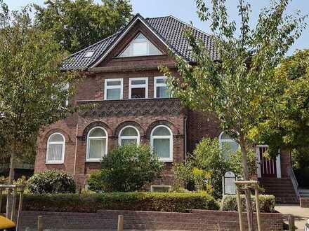 Gatermann Immobilien: Große, gepflegte 5-Zimmer-Wohnung mit Balkon in Itzehoe, Innenstadtnah