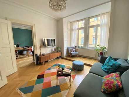 Mitten in der City: Traumhafte 5-Zimmer-Altbauwohnung mit Wintergarten!