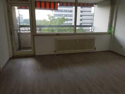Schöne Wohnung mit drei Zimmern und 2 Balkon in Nürnberg
