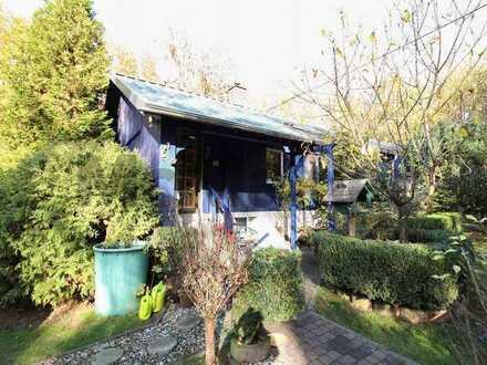 Charmantes 2-Zi.-Holzhaus mit Gartenoase mitten im Grünen. Perfekt als Wohnidyll oder Ferienhaus
