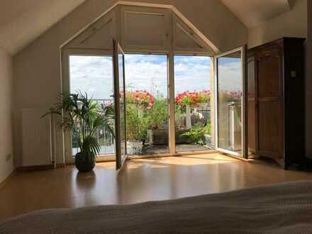 Herrlich geräumige, sehr helle 2.5-3 Raum-Wohnung über 2 Etagen, EBK & 2 süd Balkone in D-Unterbilk