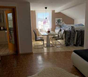 Schöne drei Zimmer DG-Wohnung in Eichstätt (Kreis), Großmehring/Demling