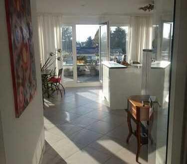 Exklusive, moderne, helle großzügige 2-Zimmer-Penthouse-Wohnung mit traumhaften Balkon in Südrichtu